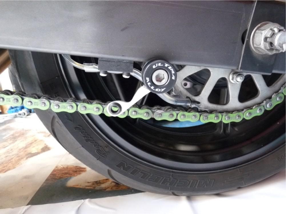 nova-moto-graissage-chaine-propre-montage12