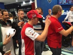 Fin de séance dédicaces d'Andrea Dovizioso
