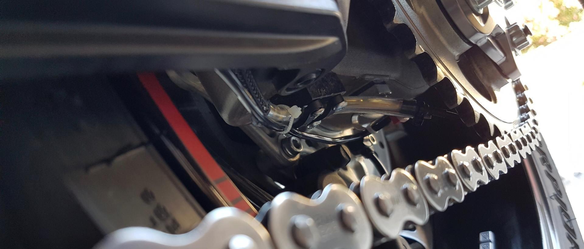 graisseur de cha ne automatique cls evo par les clients de nova motobienvenue chez nova moto. Black Bedroom Furniture Sets. Home Design Ideas