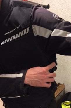Astucieux : des pattes pour élargir le gilet en hiver et l'adapter à votre équipement plus épais en dessous.