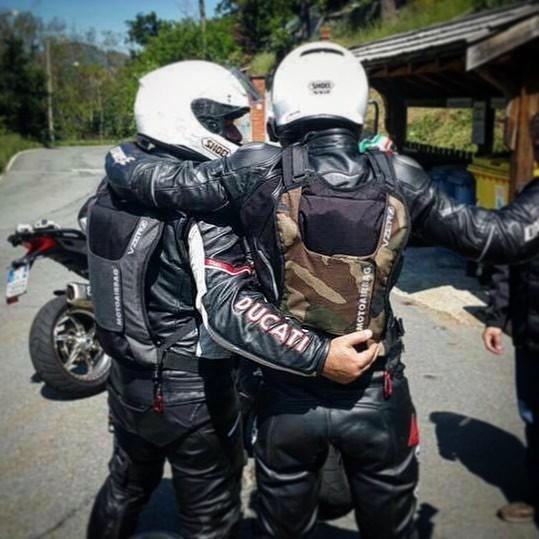 nova-moto-motoairbag-vzero-gris-camouflage